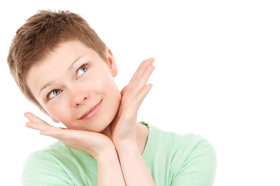 Viso e collo: come mantenere la pelle elastica senza bisturi