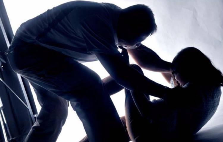 Viterbo, picchia compagna e figli poi massacra l'ex marito di botte