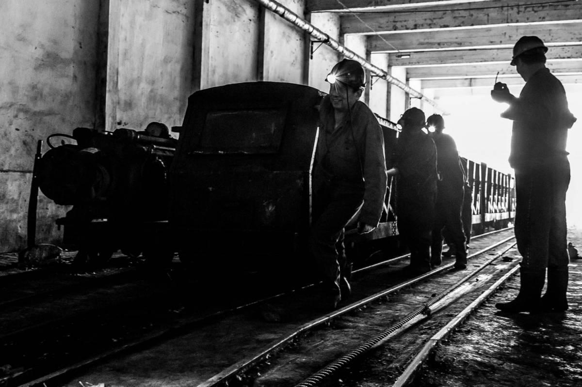 Sudafrica, 1800 operai intrappolati in una miniera di platino