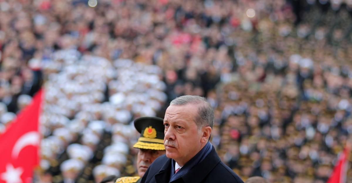 Erdogan al mausoleo di Ataturk per la Festa della Repubblica