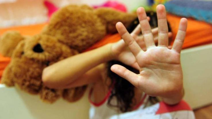 Maestra arrestata per maltrattamenti su bambini