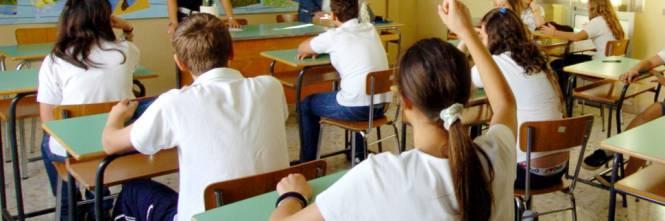 """Palermo, bimbi in classe con il rosario nella scuola dove è """"vietato pregare"""""""