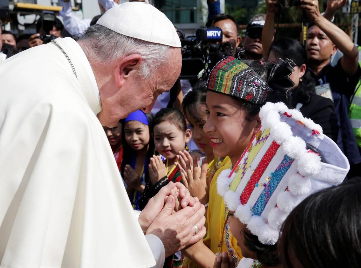 """Il Papa vuole cambiare Padre Nostro: """"Traduzione sbagliata"""""""