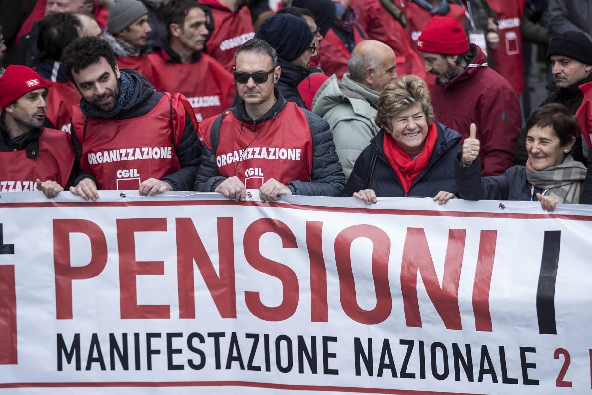 """Pensioni d'oro, così i sindacalisti si """"regalano"""" un assegno più ricco del 30%"""