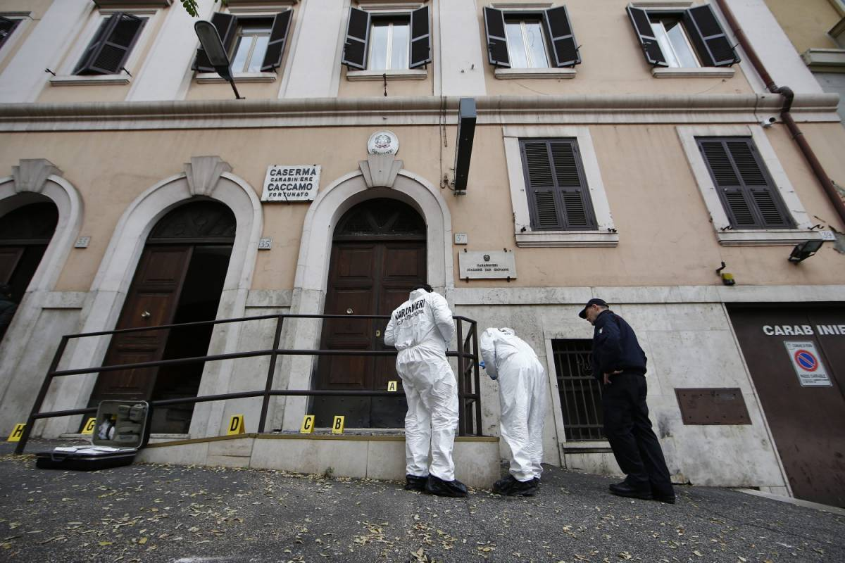 """Bomba contro i Carabinieri, gli anarchici rivendicano: """"Guerra allo Stato"""""""