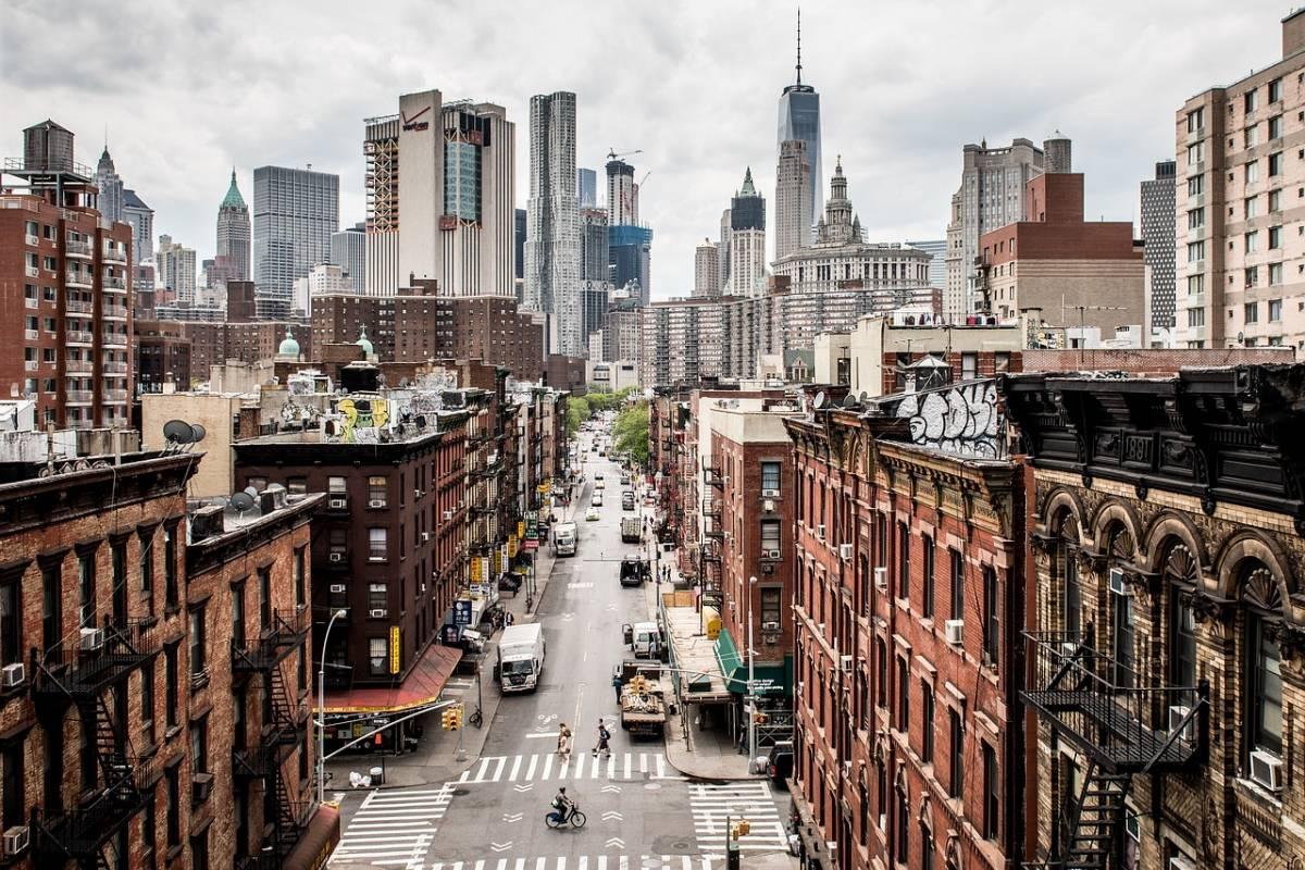 Defecatore seriale terrorizza New York