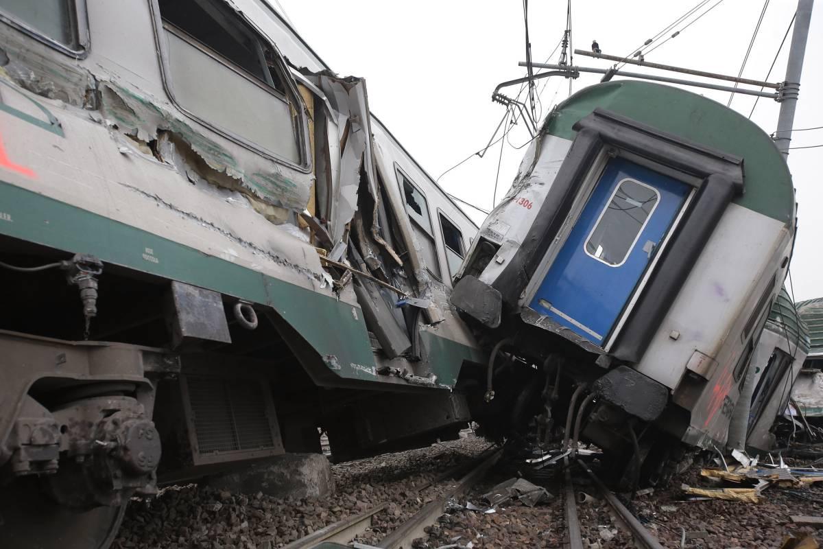 Treno deragliato, 4 operai Rfi sorpresi nell'area sequestrata