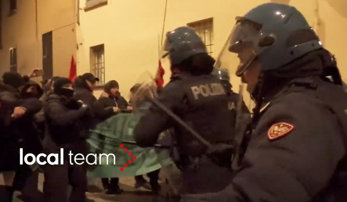 """Pavia, Collettivi rossi contro il ricordo delle foibe: """"Fascisti ritornate nelle Foibe"""""""