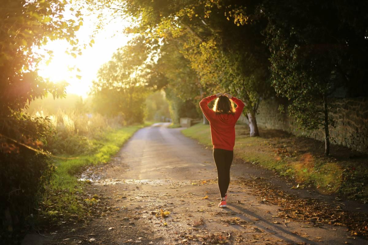 Walking mattutino, i benefici per la salute e per la mente