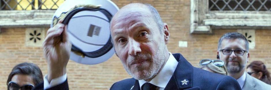 """Il comandante De Falco: """"L'immigrazione non è il principale problema in Italia"""""""