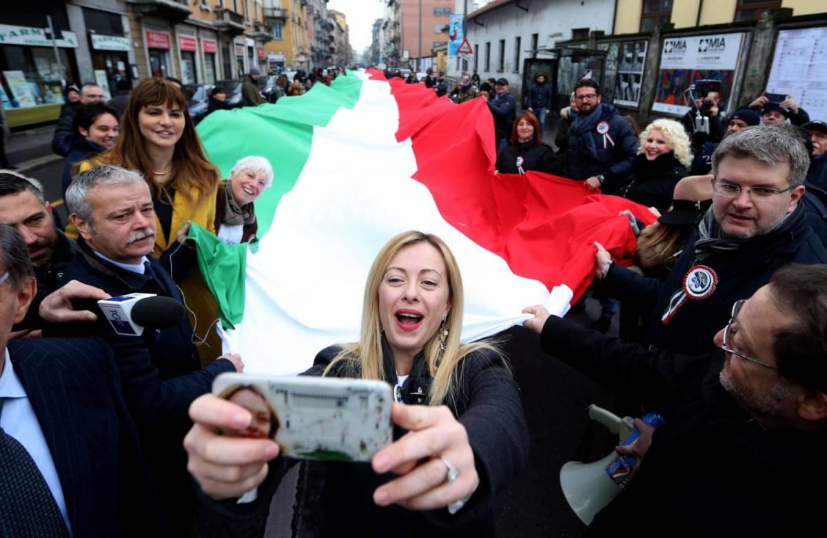 Fratelli d'Italia sfila in via Padova. E la Meloni deride contestatori