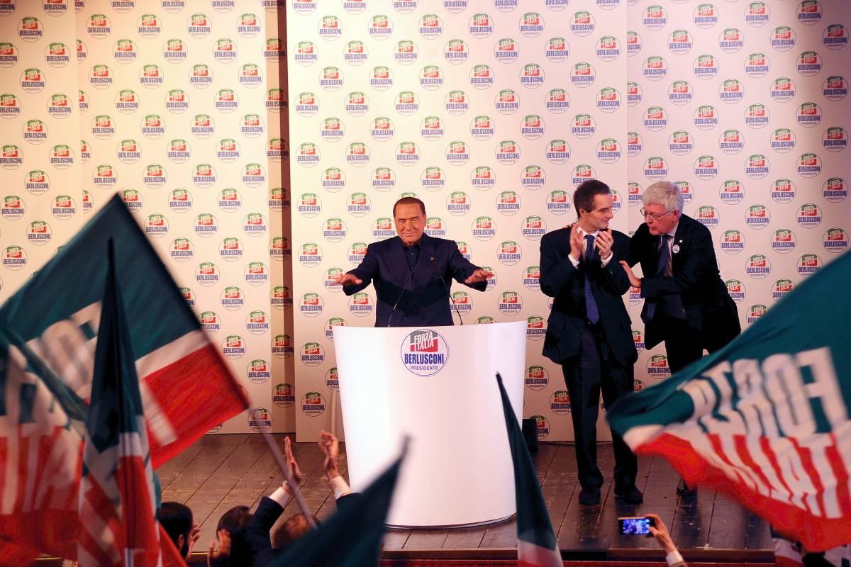"""Berlusconi contro la setta M5S: """"Prende ordini da un pluricondannato"""""""
