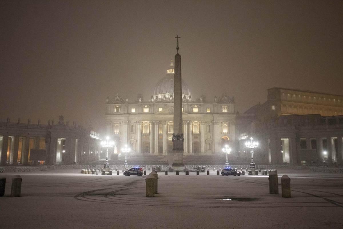 """Pedofilia, il mistero in Vaticano: """"Dossier distrutti o mai creati"""""""