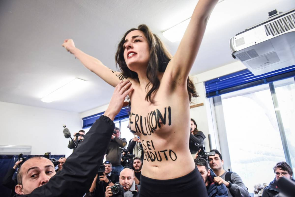 Chi è l'attivista che ha contestato Berlusconi