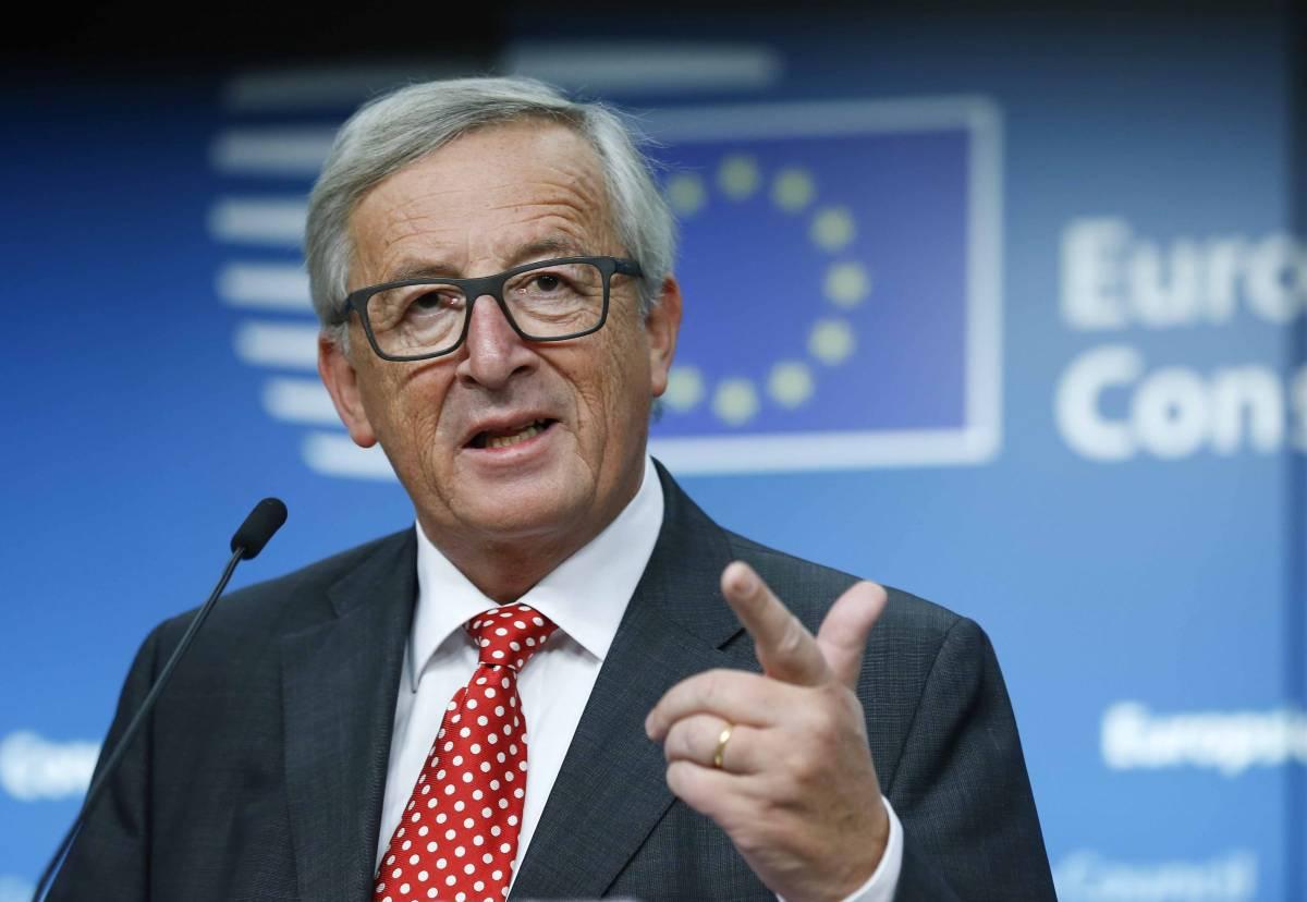 """La telefonata di Juncker a Conte: """"Allibito da attacchi di Salvini"""""""