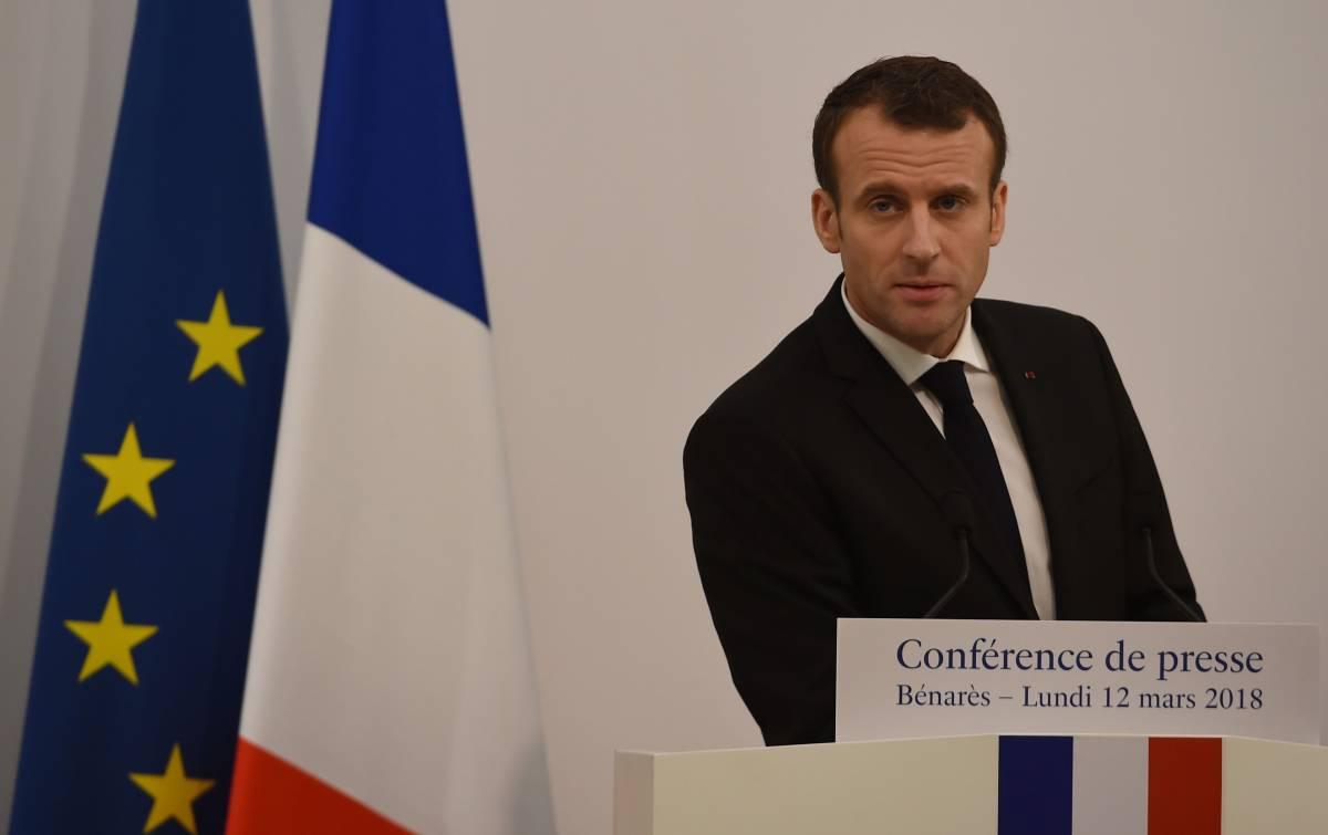 Macron fa il bullo