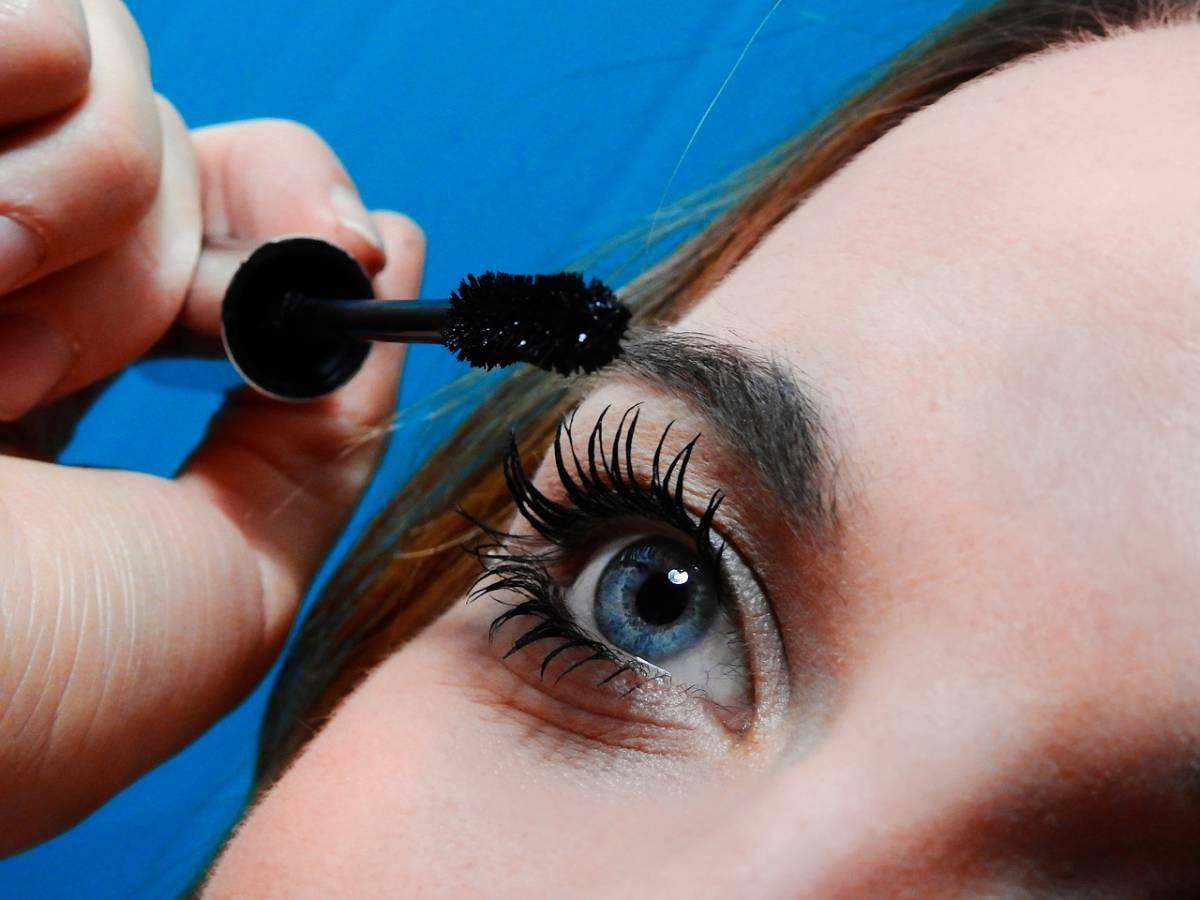 Mascara: quali sono gli applicatori e come curano le ciglia