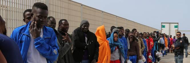 Migranti sbarcano in Calabria Due navi arrivate a Pozzallo