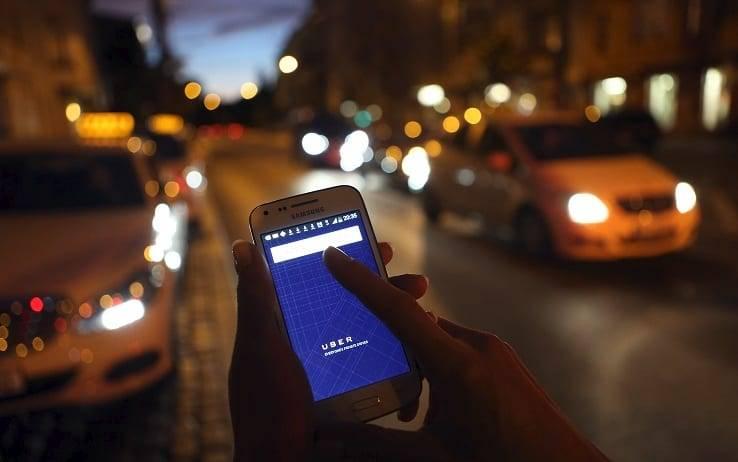 Uber raccoglie 1 miliardo di dollari per l'automobile a guida autonoma