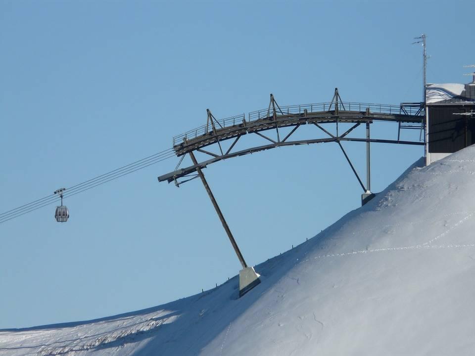 Truffa su impianti di sci, e soldi verso Hong Kong: ai domiciliari due sindaci