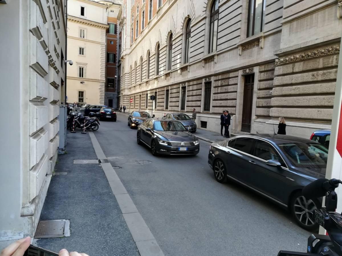 Le 2400 auto blu fantasma stanate da Brunetta