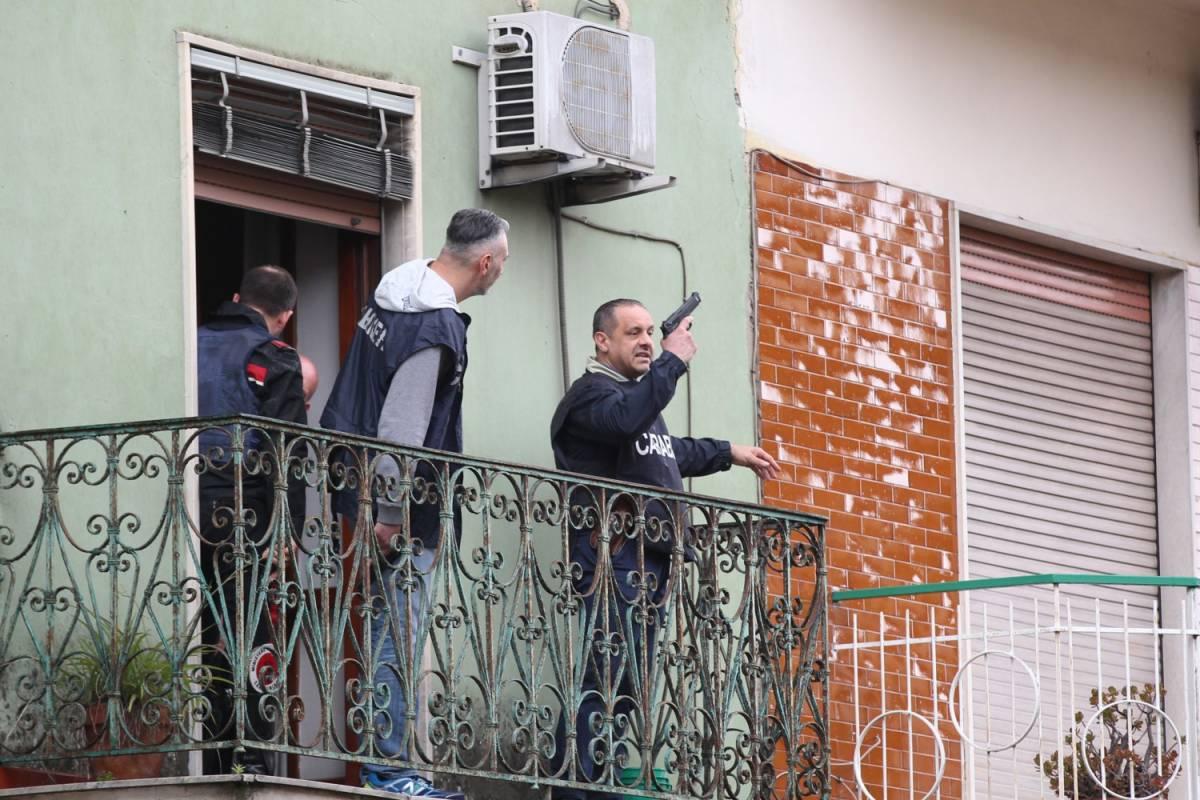 Disabile uccide la madre col fucile e si barrica in casa: catturato dalle teste di cuoio