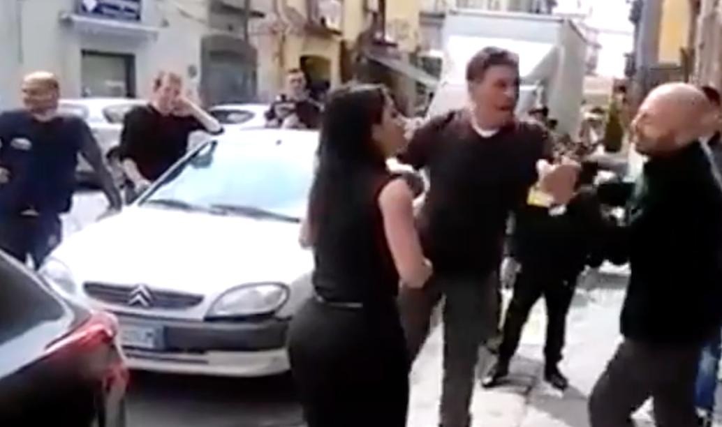 Napoli, Abete aggredito: preso a schiaffi da abusivi