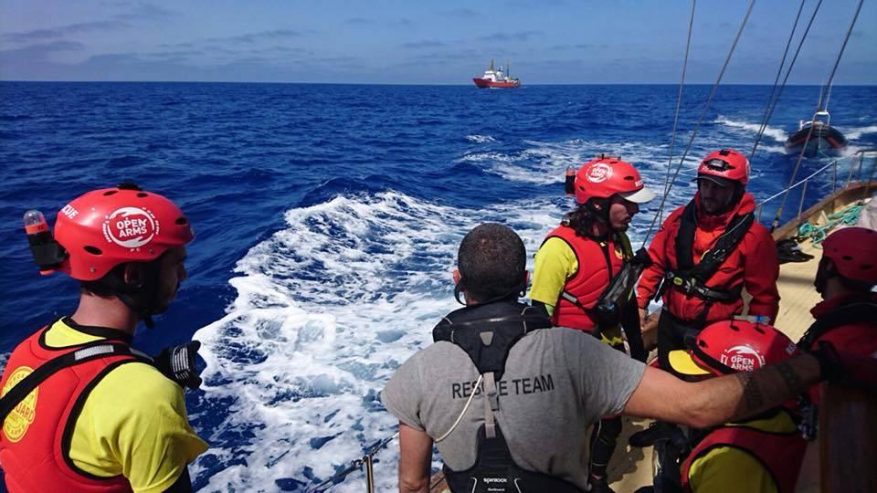 Ong, migranti 30 ore in mare. L'Ue chiede all'Italia di risolvere
