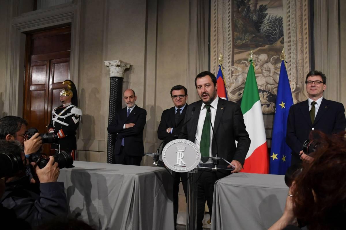 """Salvini illustra la sua ricetta: """"Governo anti depressione"""""""