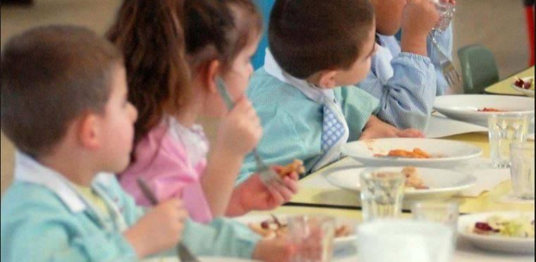 Addetti a mensa asilo rubano i pasti ai bimbi: arrestati in quattro