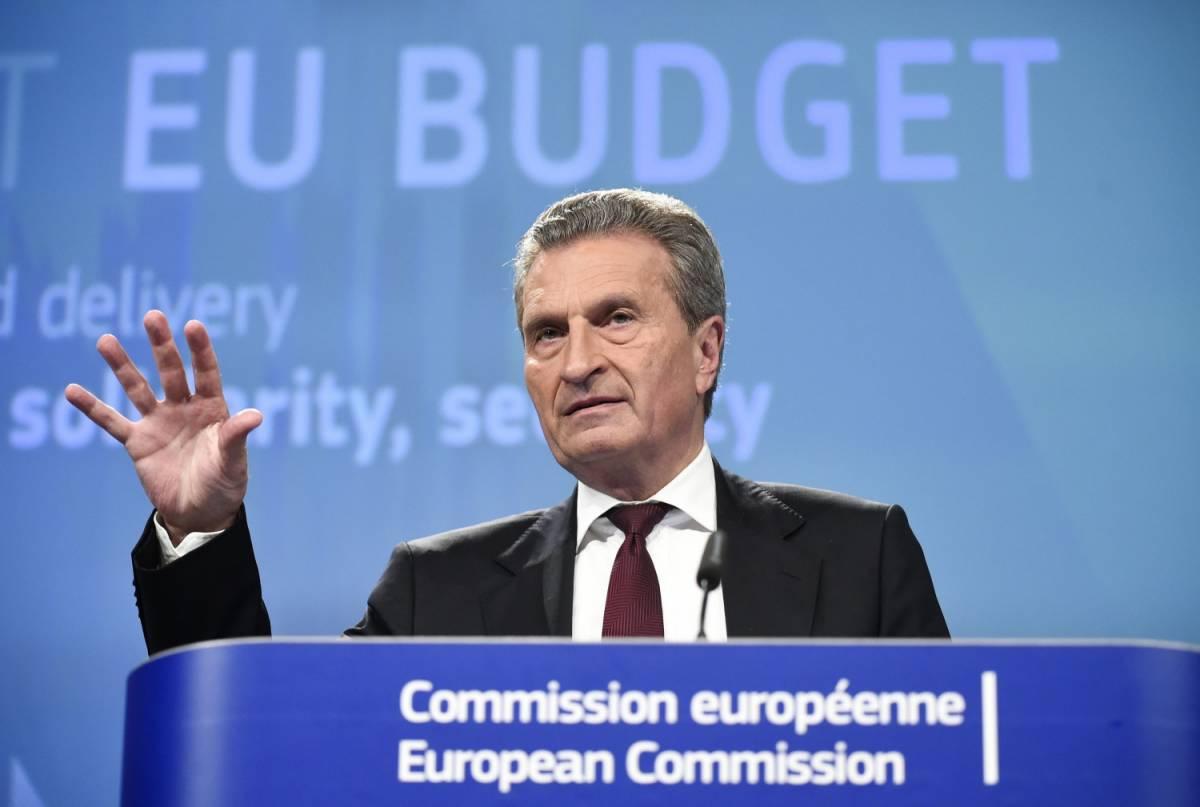 """La """"rabbia"""" del falco Oettinger: """"L'Italia dà all'Ue solo 3 miliardi"""""""