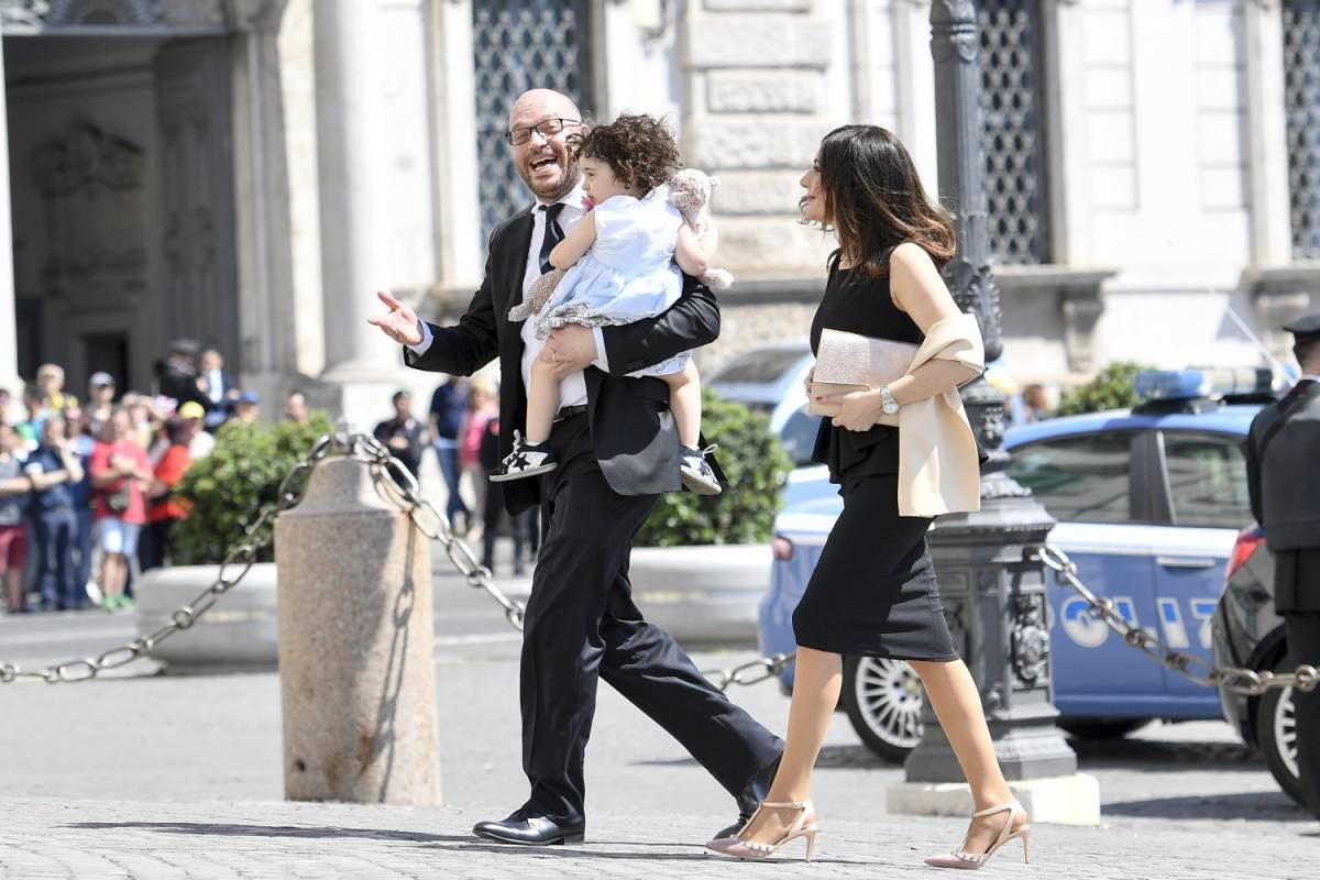 """Famiglia, il ministro Fontana: """"Servono la mamma e il papà"""""""