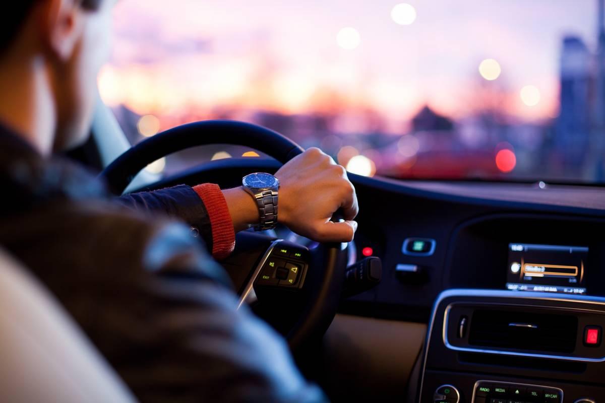 In fumo l'ambientalismo grillino: detassate le auto più inquinanti