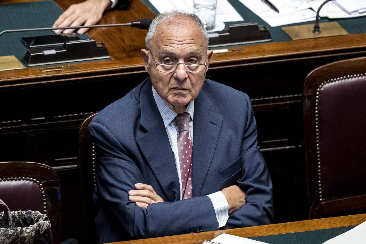 "Savona ora punge l'Ue: ""Mancano ancora difese da attacchi speculativi"""
