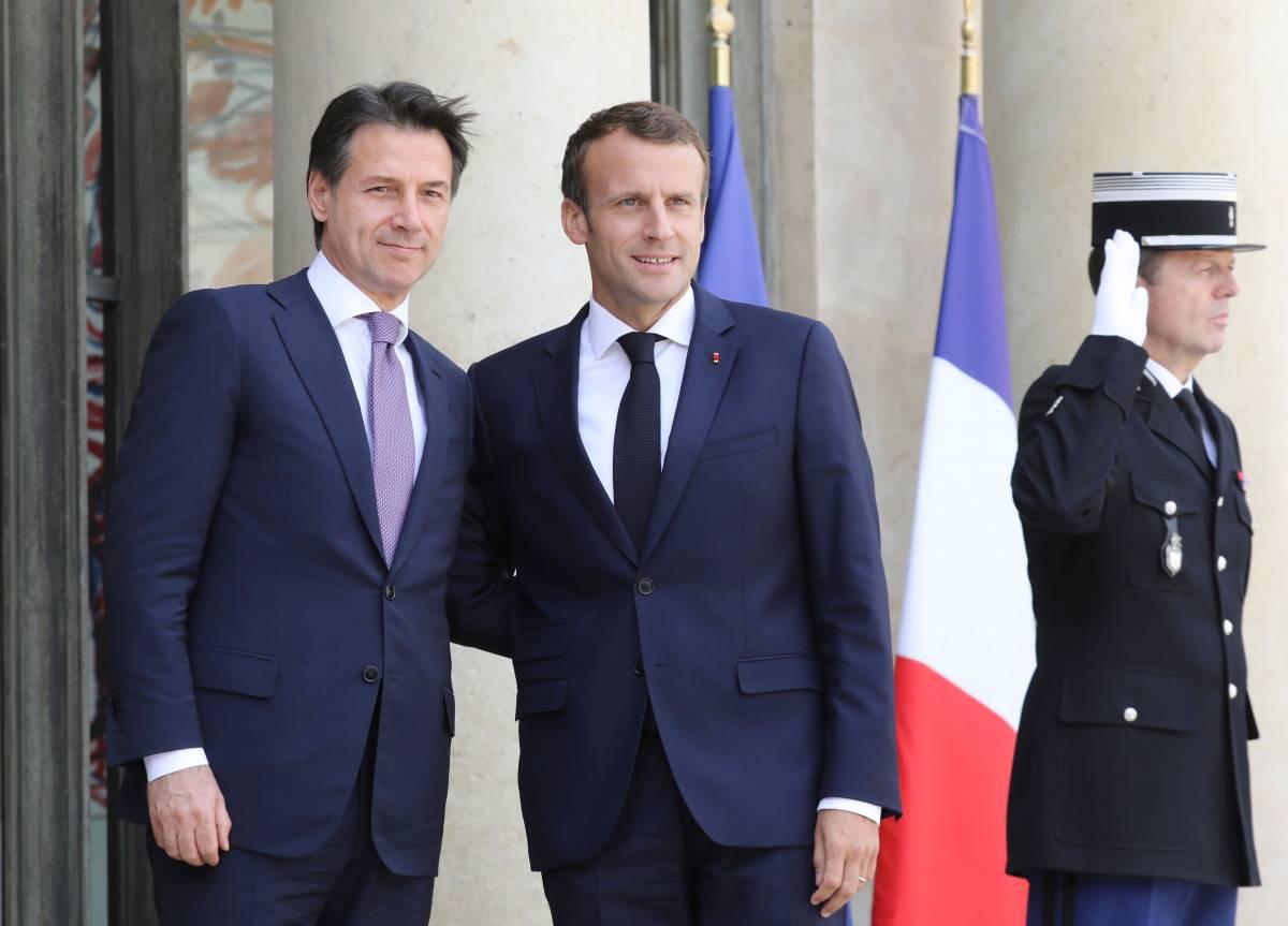 Il vertice Macron-Conte, tra sorrisi e pochi fatti, è un buco nell'acqua