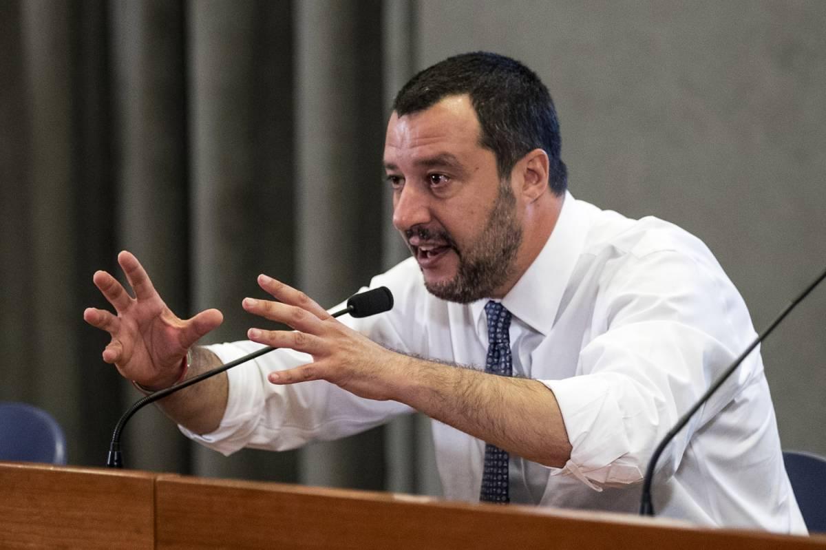 """Il prete contro Salvini: """"Fascista e razzista, deve scomparire"""""""