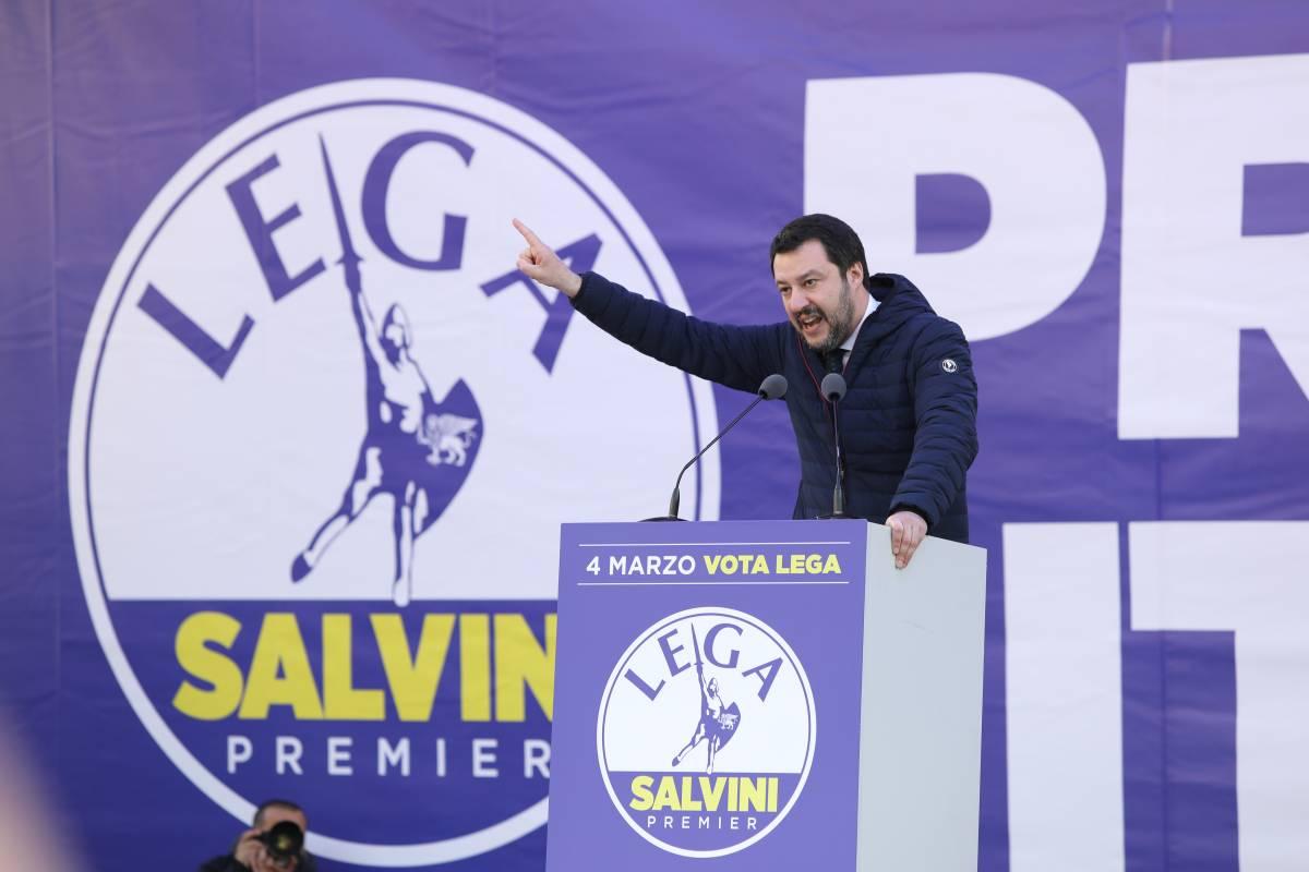 """Salvini ruba anche il blu. È l'ultimo """"scippo"""" a Fi"""