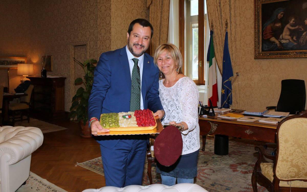 Salvini mantiene la promessa: incontra la madre del parà ucciso in Afghanistan