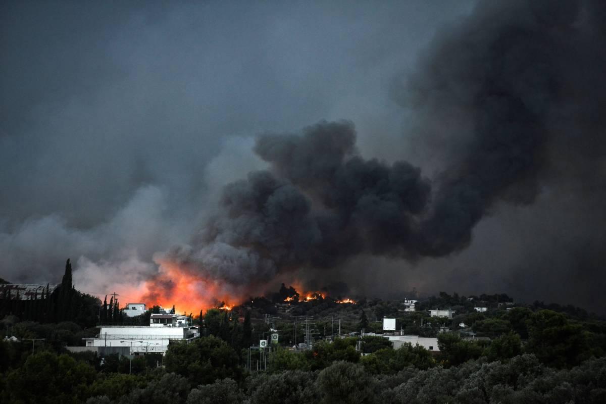 I sospetti degli 007 di Atene: dietro i roghi ci sono i turchi
