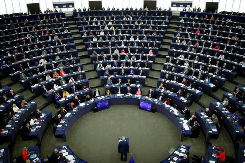 Europee, scendono i pro euro. E la Lega ora è il primo partito