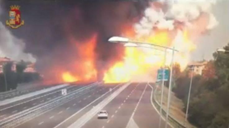 Bologna, esplode camion su raccordo della A14: un morto e decine di feriti