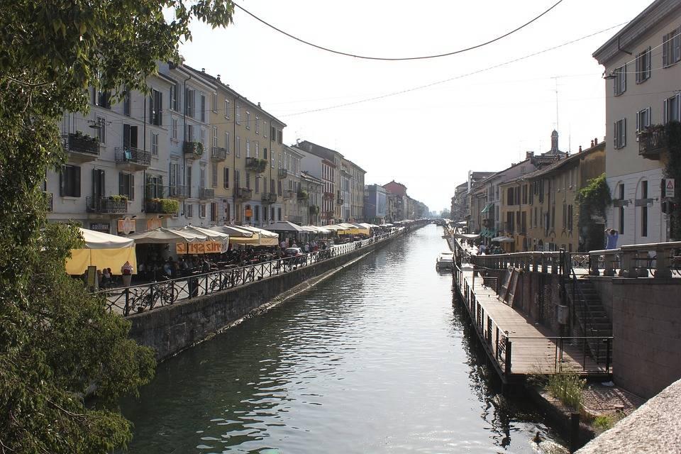 Milano come Venezia: prima gondola sui Navigli