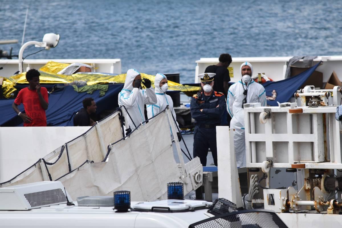 Migranti a bordo della Diciotti? Toh, c'erano dietro i trafficanti