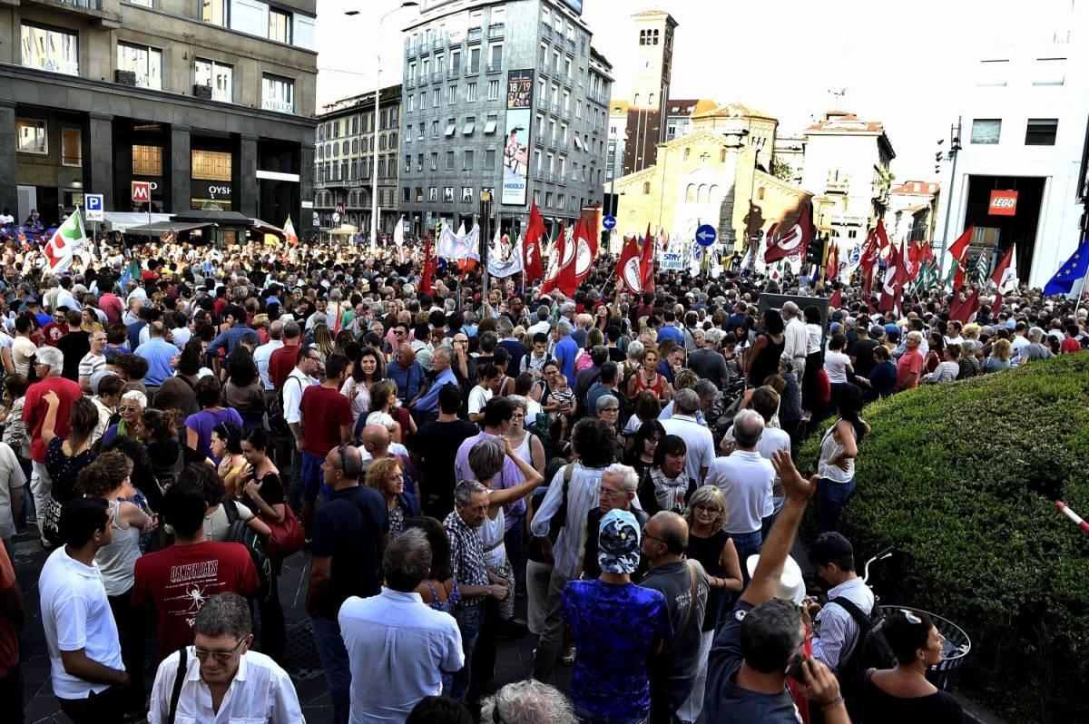 """Corteo contro Salvini e Orban: """"Siamo 15mila"""". Ma la polizia smentisce i buonisti"""