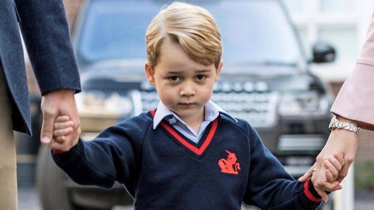 Il principe George va a scuola. E i compagni gli danno un soprannome