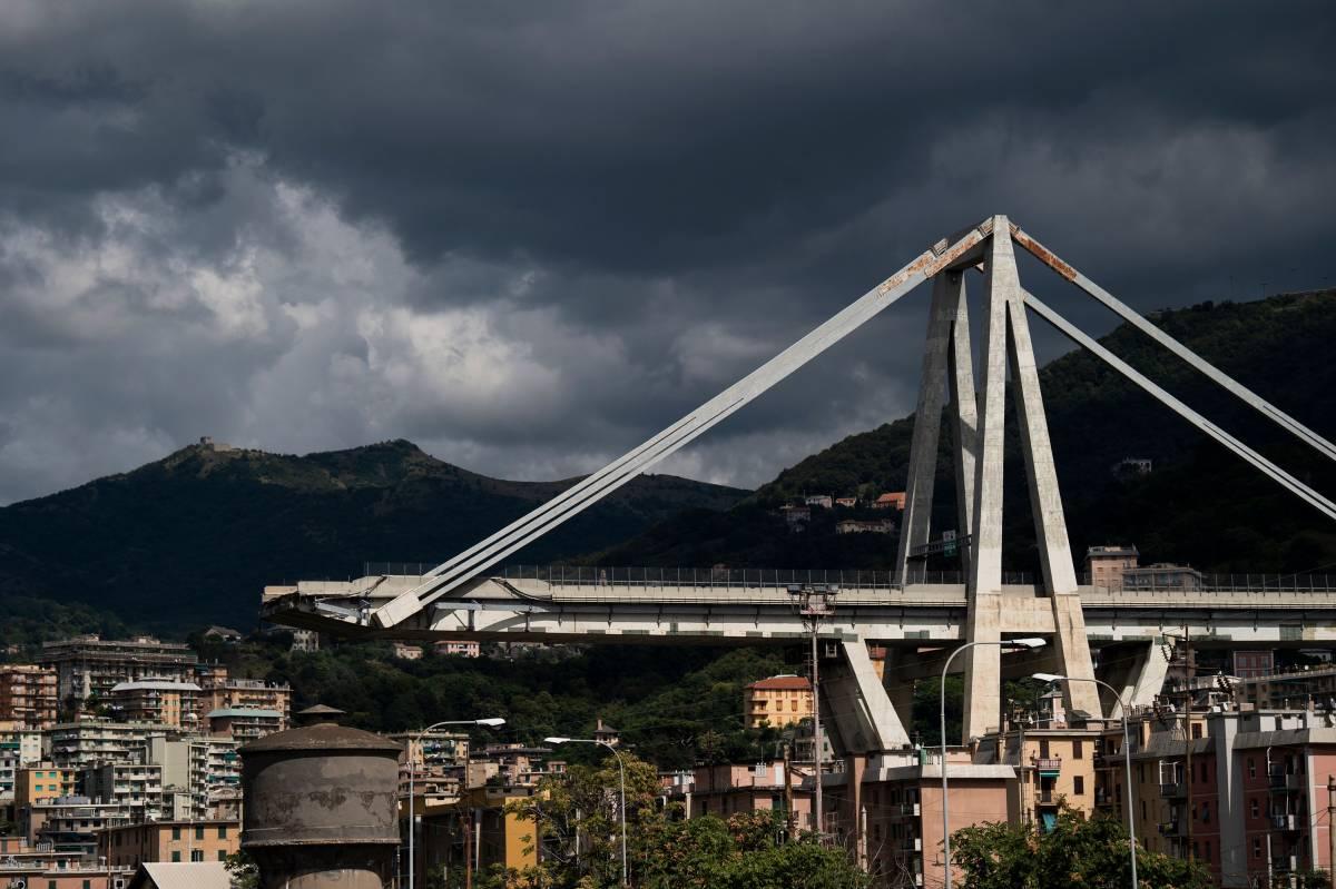 """Tesi choc sul crollo del ponte Morandi: """"Un tir troppo pesante è stata l'ultima goccia"""""""