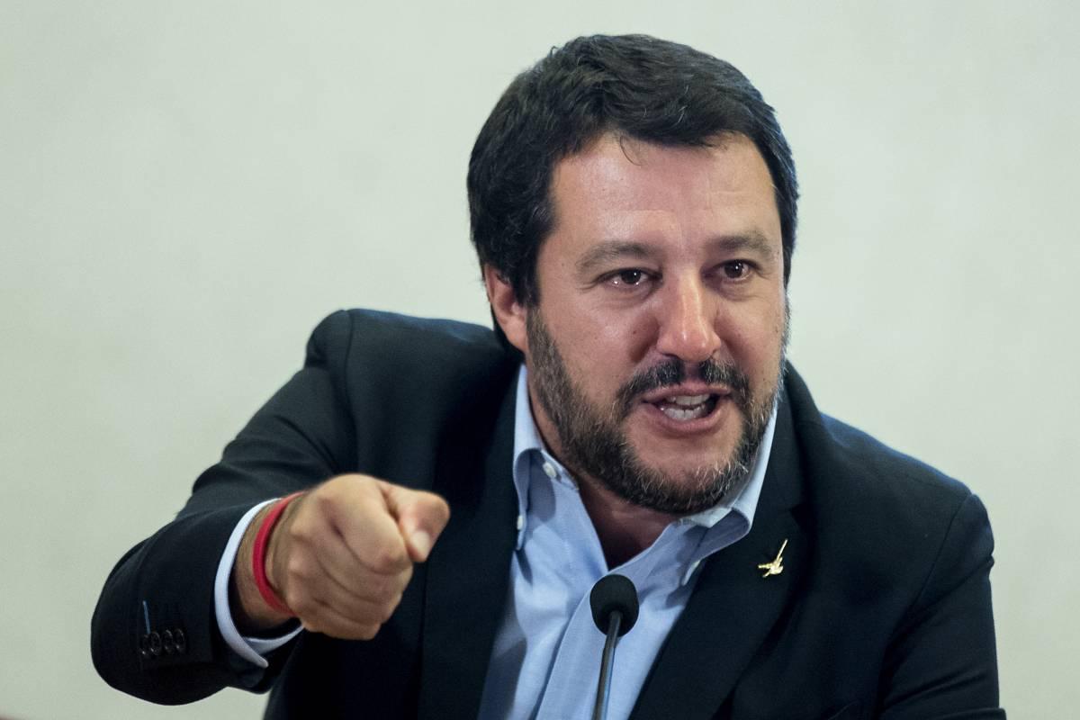 """Migranti, l'allarme di Salvini: """"Torna la tubercolosi in Italia"""""""