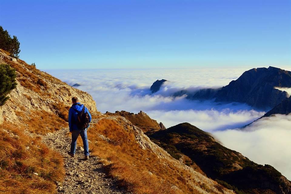Camminare fa bene al corpo ma anche e soprattutto alla mente