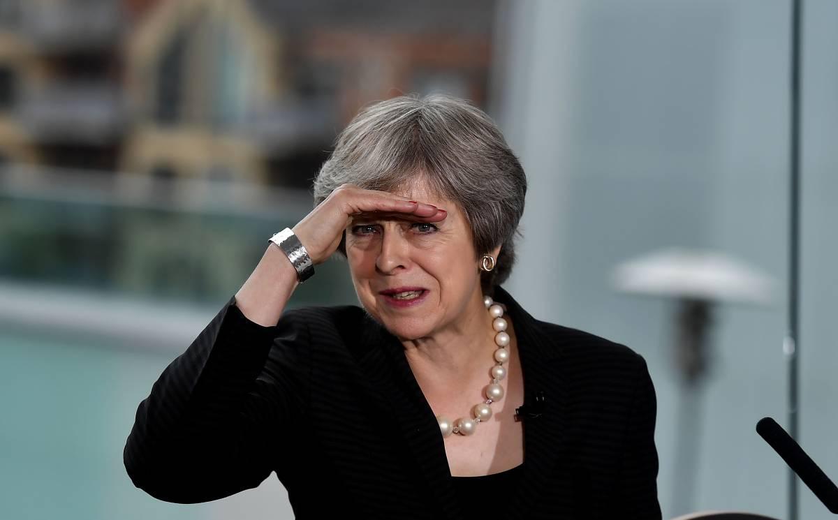 """La carta della premier disperata. L'effetto panico del """"no deal"""""""