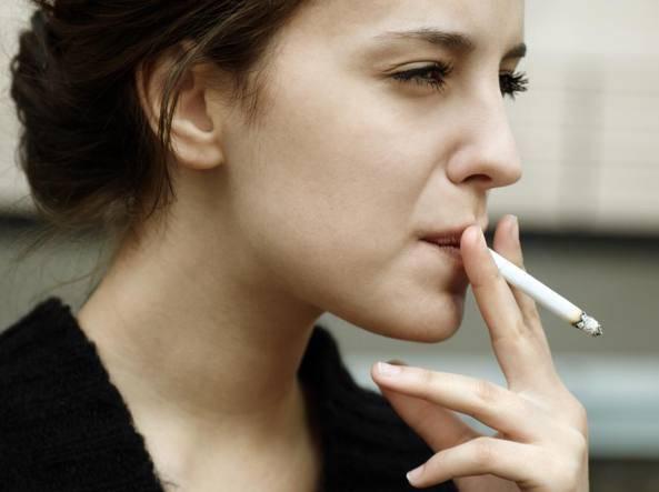 Tumore per fumo passivo. Le Poste condannate a risarcire l'ex impiegato